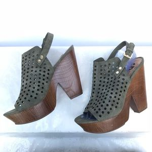 G by Guess Platform Wedge Sandals Size 9.5